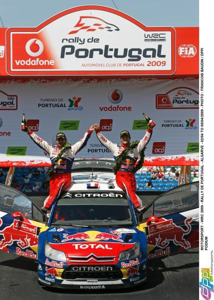 01109002_302_fb_podium