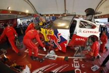 MOTORSPORT - WORLD RALLY CHAMPIONSHIP 2010 - RALLY RACC CATALUNYA COSTA DAURADA / RALLY DE ESPANA / RALLYE D'ESPAGNE - SALOU (SPA) - 21 TO 24/10/10 - PHOTO : FRANCOIS BAUDIN / DPPI -  SERVICE CITROEN AFTER GRAVEL DAY TO TARMAC