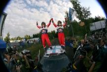 MOTORSPORT - WORLD RALLY CHAMPIONSHIP 2011 - FINLAND RALLY / RALLYE DE FINLANDE - JYVASKYLA (FIN) - 29 TO 31/07/2011 - PHOTO: BASTIEN BAUDIN / DPPI -  01 SEBASTIEN LOEB (FRA) / DANIEL ELENA (MCO) - CITROËN DS3 WRC - CITROËN TOTAL WRT - AMBIANCE PODIUM